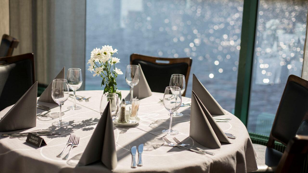 Table setting in Hotel Alba.