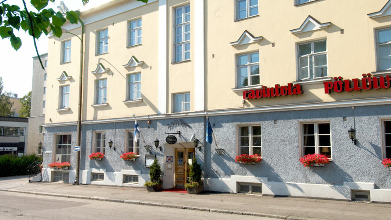 Hotel Yöpuu's building.
