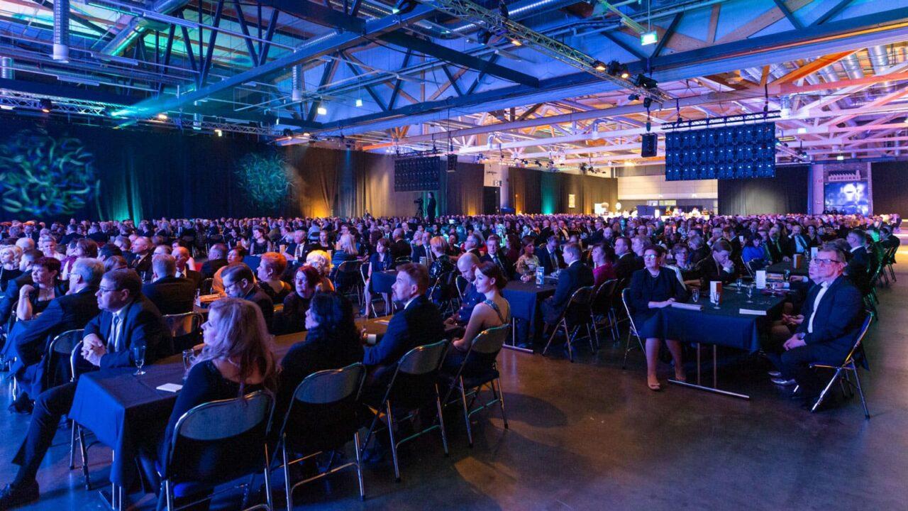 Persons sitting in an audience in Paviljonki.
