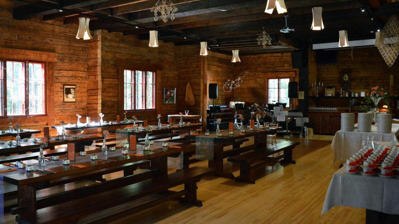 Laukaan Tupaswilla's dining area.