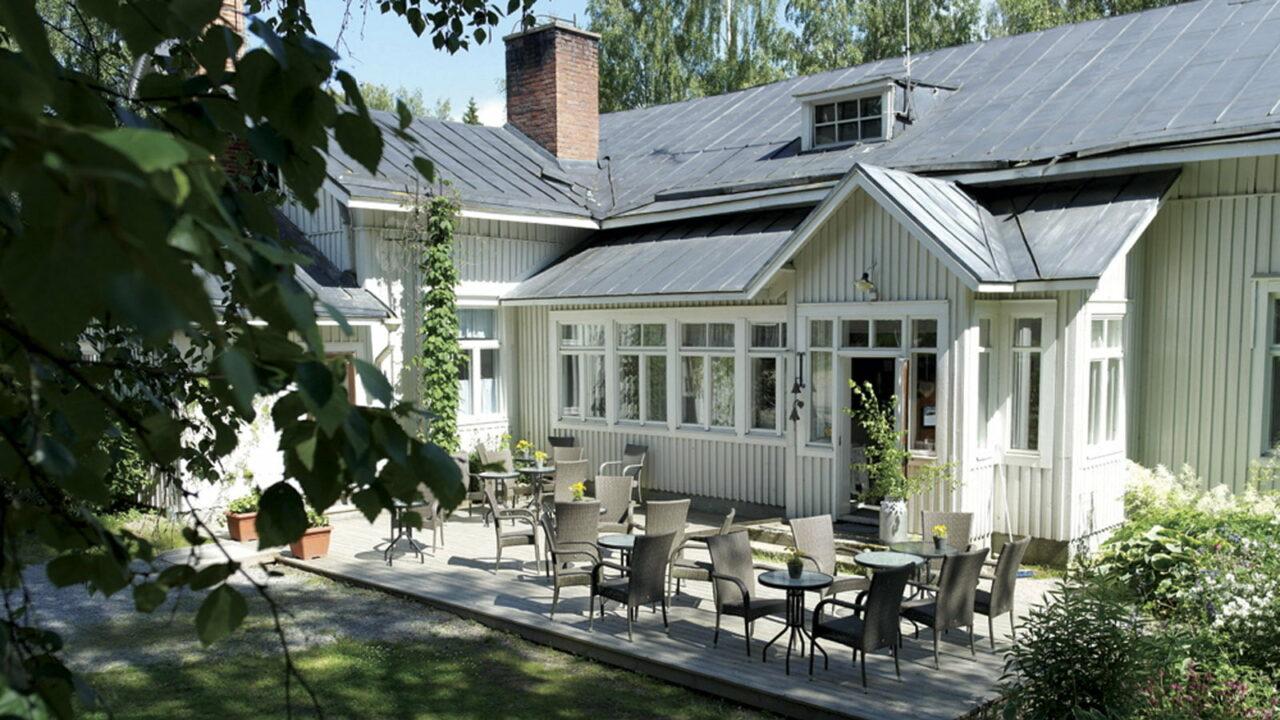 Bistro Sylvi's terrace in summer.