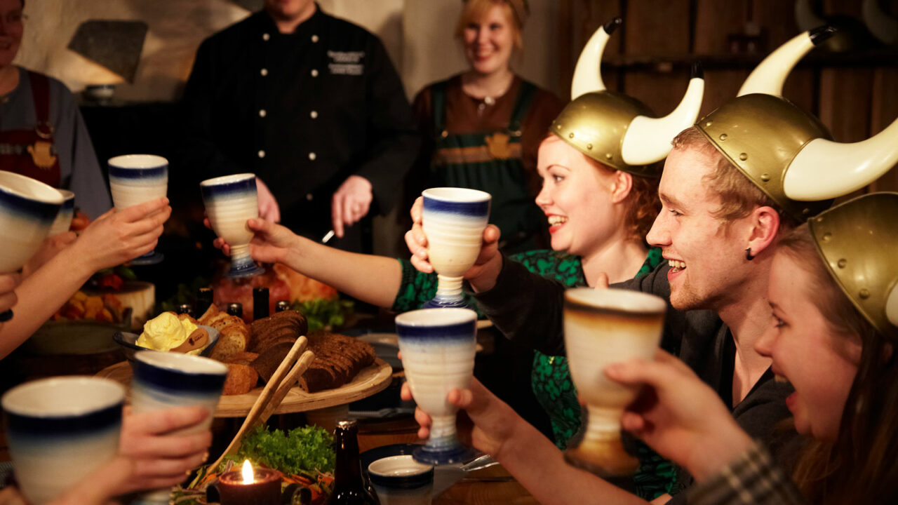 Persons with viking hats in a restaurant Harald.