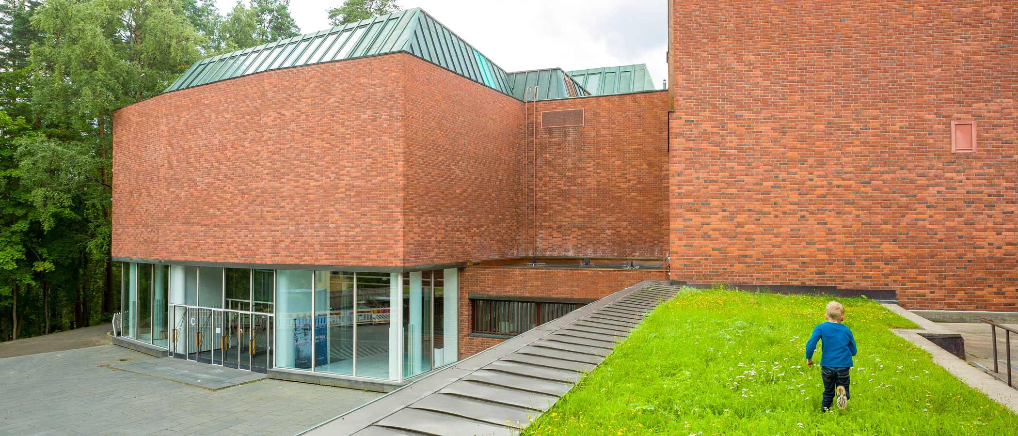 Jyväskylän yliopiston Seminaarinmäen kampuksen päärakennus