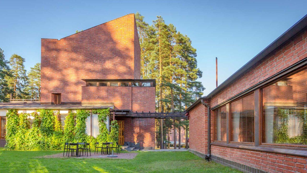 An Alvar Aalto destination, the Säynätsalo Town Hall photographed from the outside.