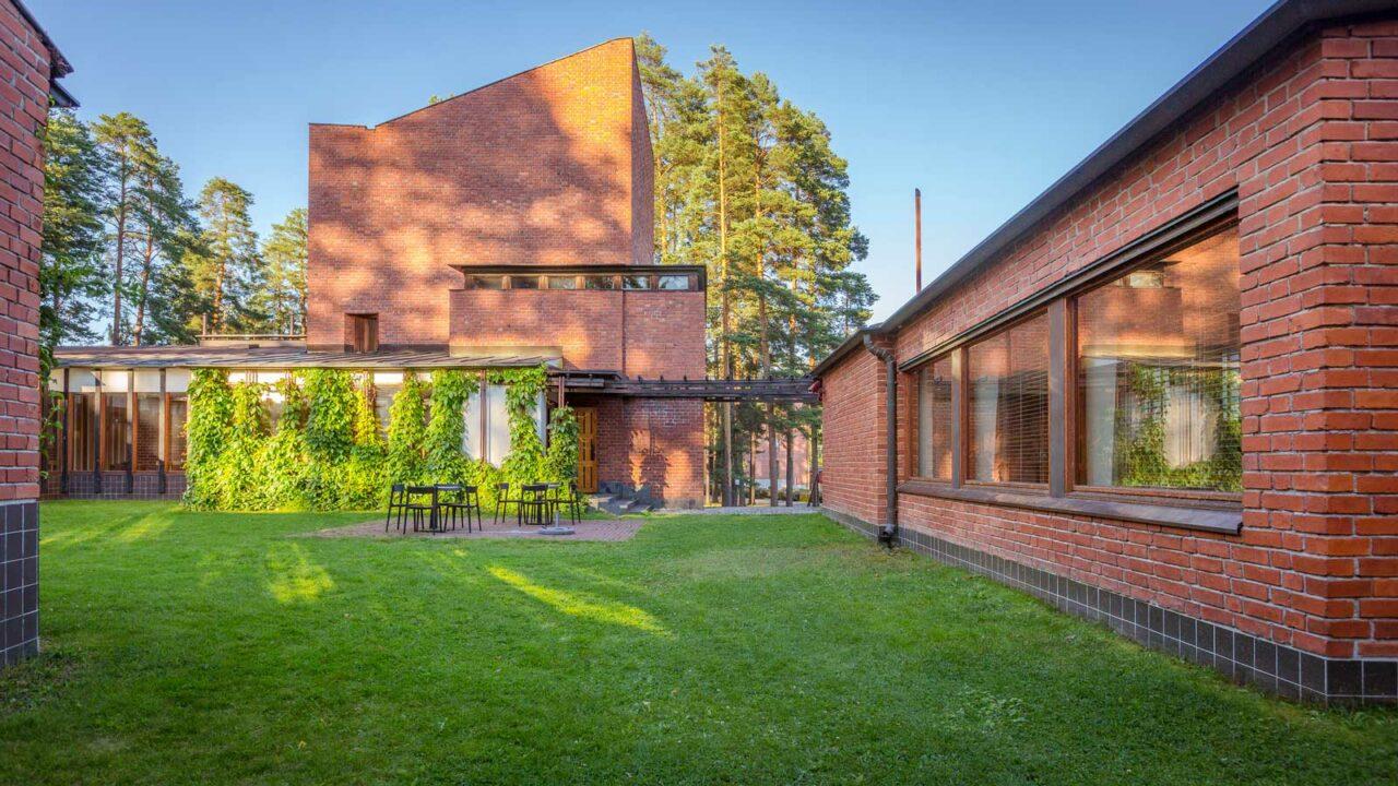 Alvar Aaltos objekt, Säynätsalo kommunhus från utsidan.