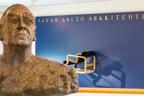 Alvar Aalto -patsas Alvar Aalto -museossa