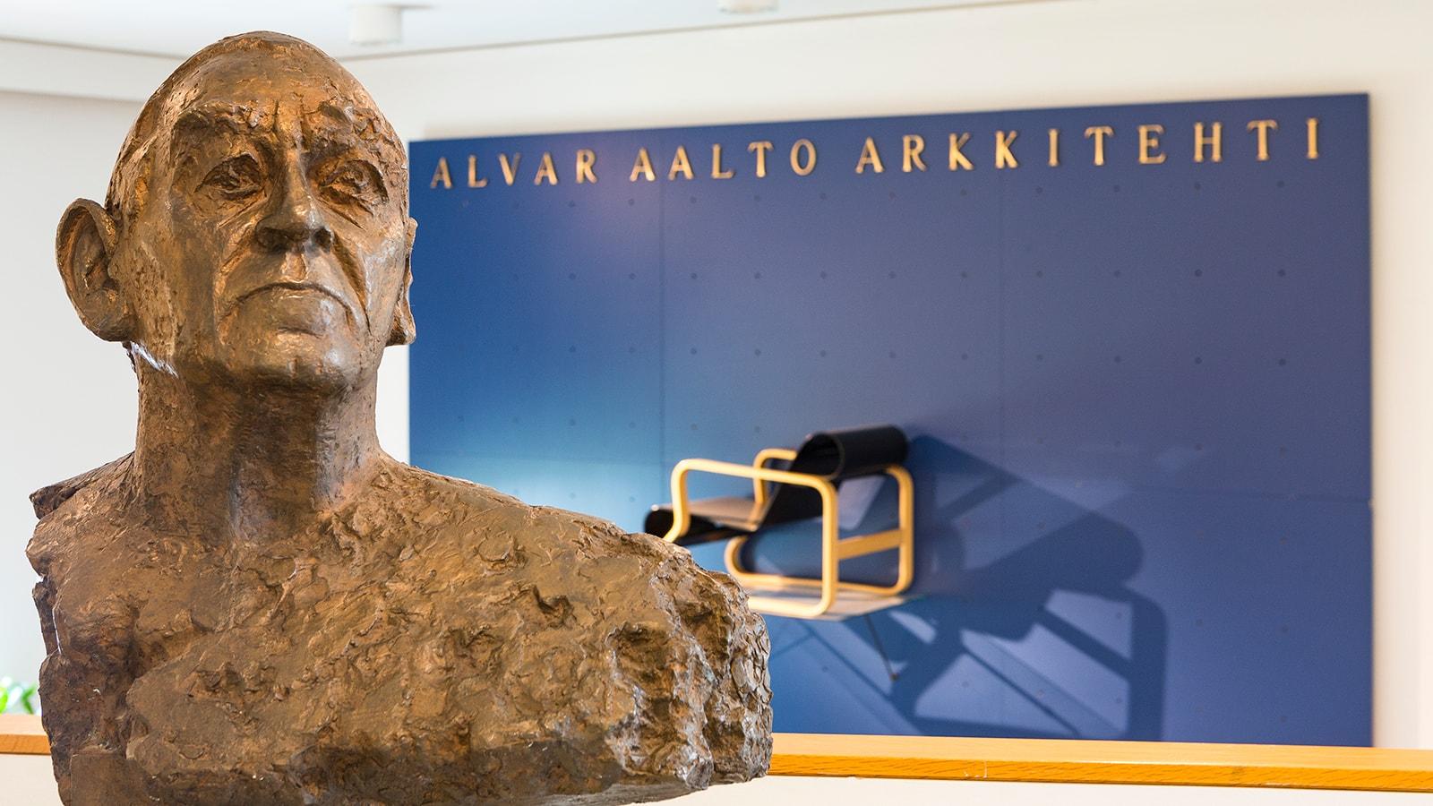 Alvar Aalto statue inside Alvar Aalto Museum