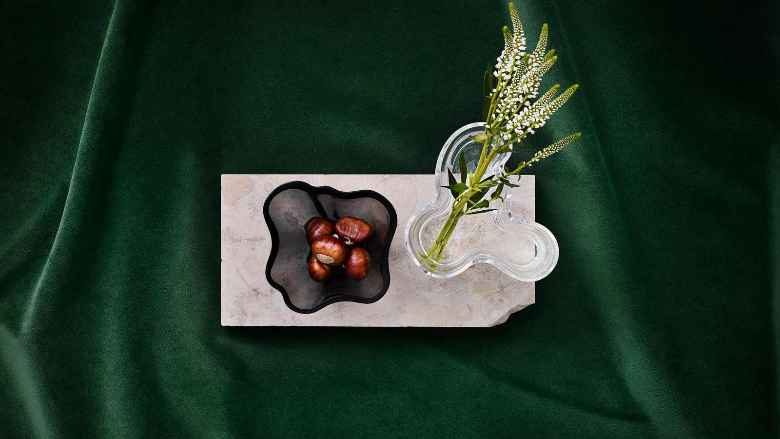 Kaksi Iittalan vaasia Alvar Aalto -kokoelmasta