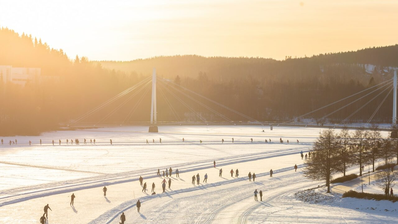 Aerial photo of the Jyväsjärvi tour skating track in the evening sun.