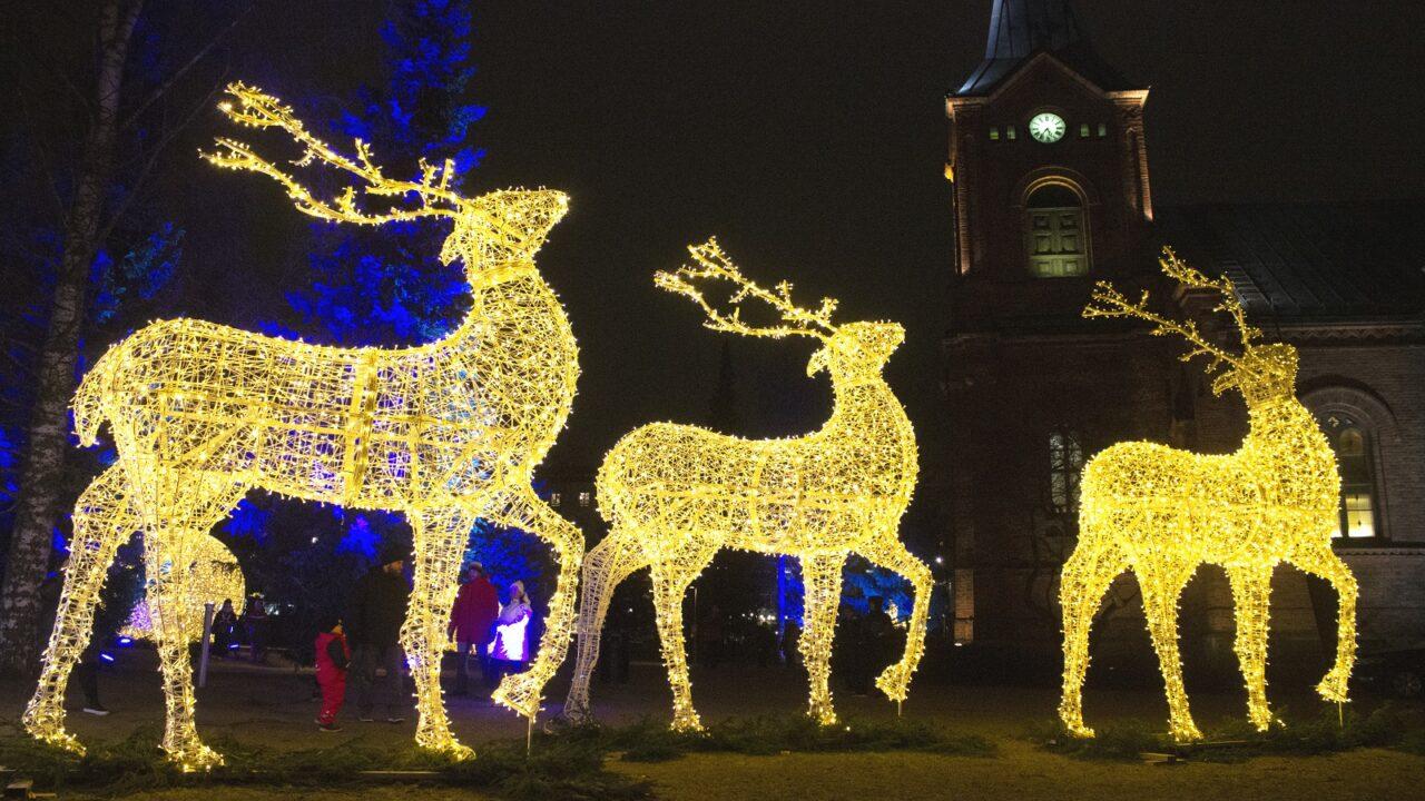 Reindeer made of light in Jyväskylä Church Park.