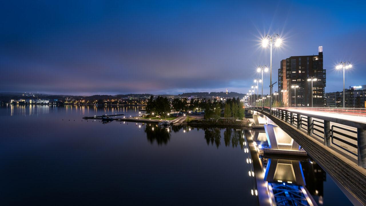 The Kuokkala bridge, the Jyväsjärvi Lake and the Lutakko harbour in Jyväskylä in evening lighting