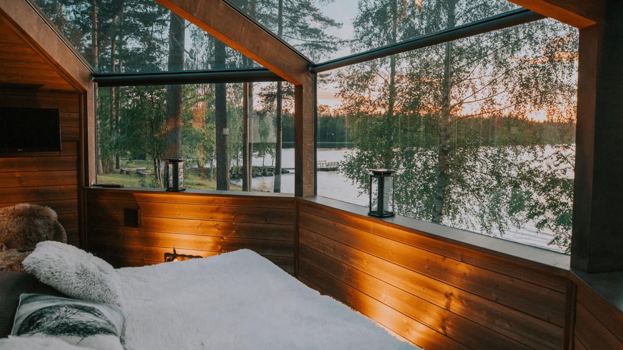 Lasi-iglu järvinäköalalla