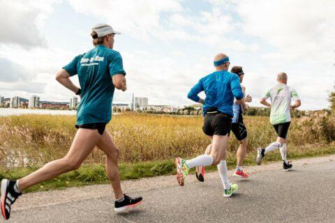 People running at Finlandia Marathon