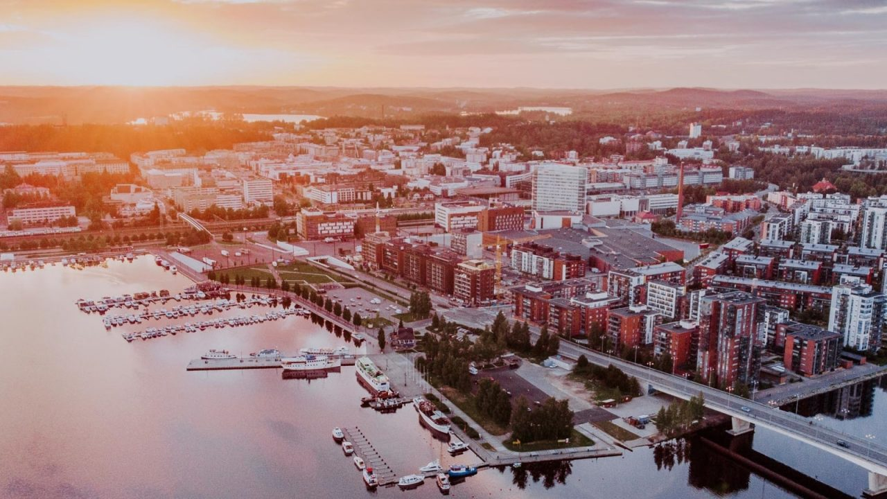 Foto aerea da Jyväskylä e dal porto di Lutakko di Jyväskylä.