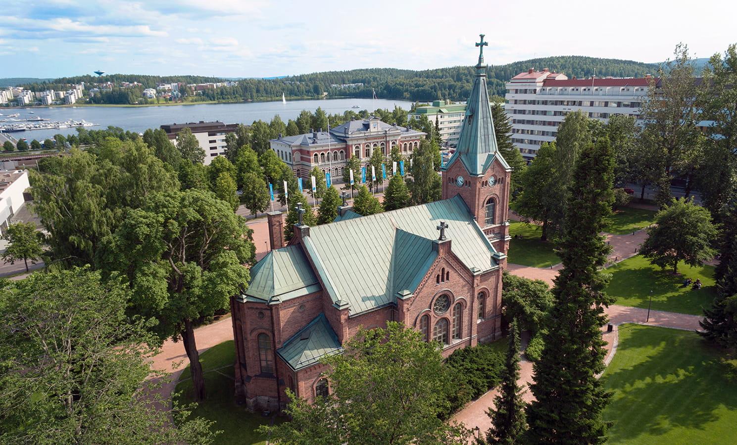 Jyväskylän kaupunginkirkko ja Kirkkopuisto