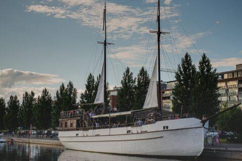 Restaurant ship Gaia at the Lutakko harbour
