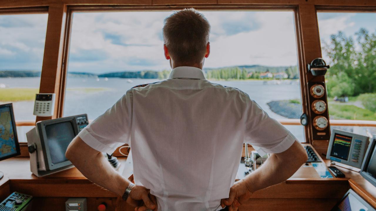 The captain directs the lake cruise on Päijänne