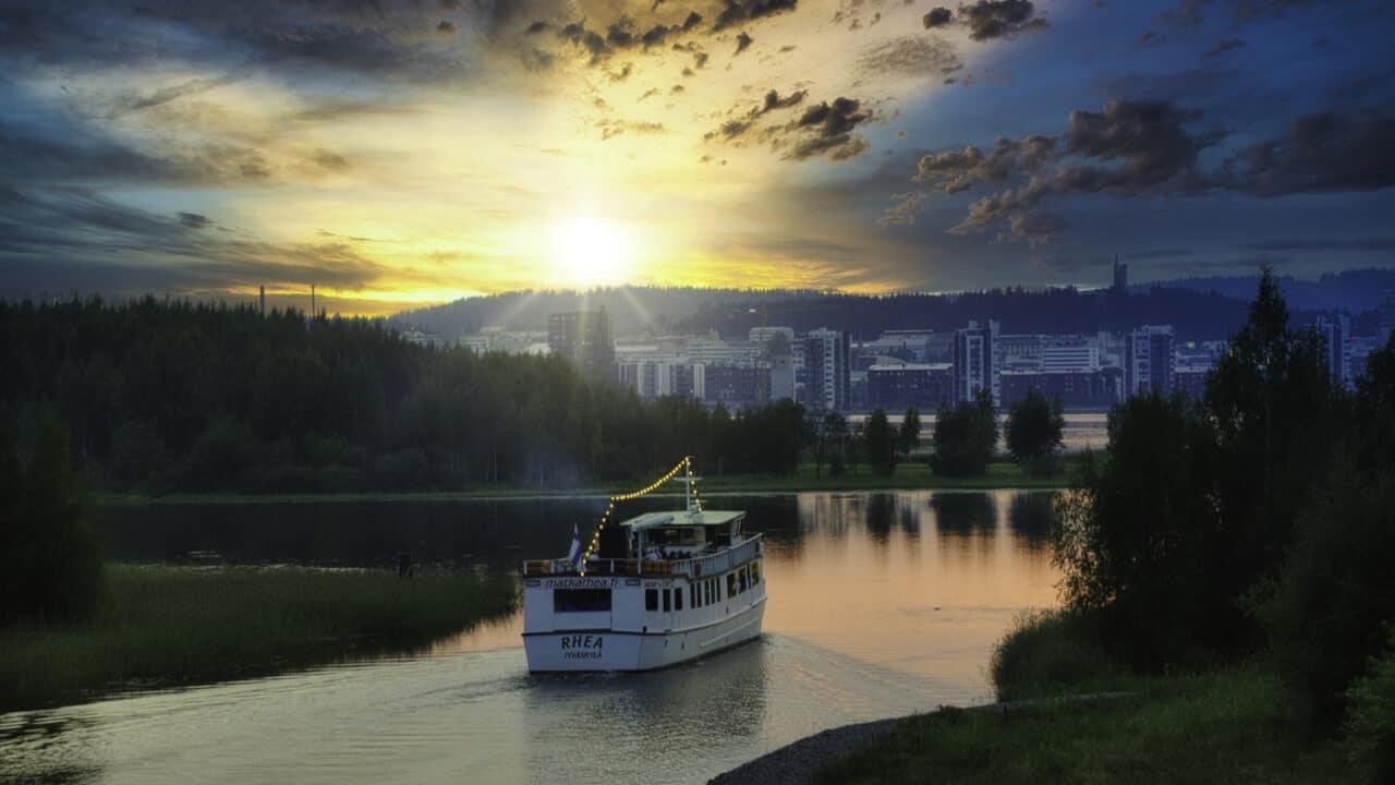 Rhea boat sails on Jyväsjärvi at sunset