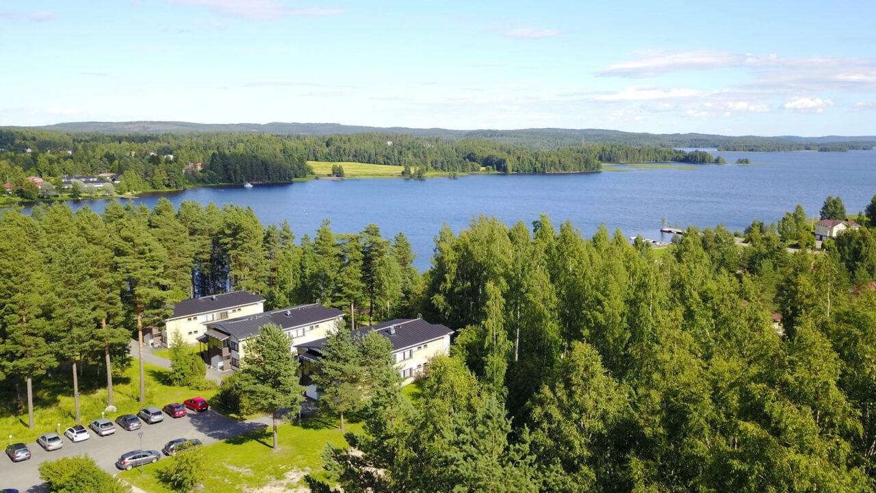 Ilmakuvaa Tähtelän kerrostaloista sekä ympäröivästä luonnosta
