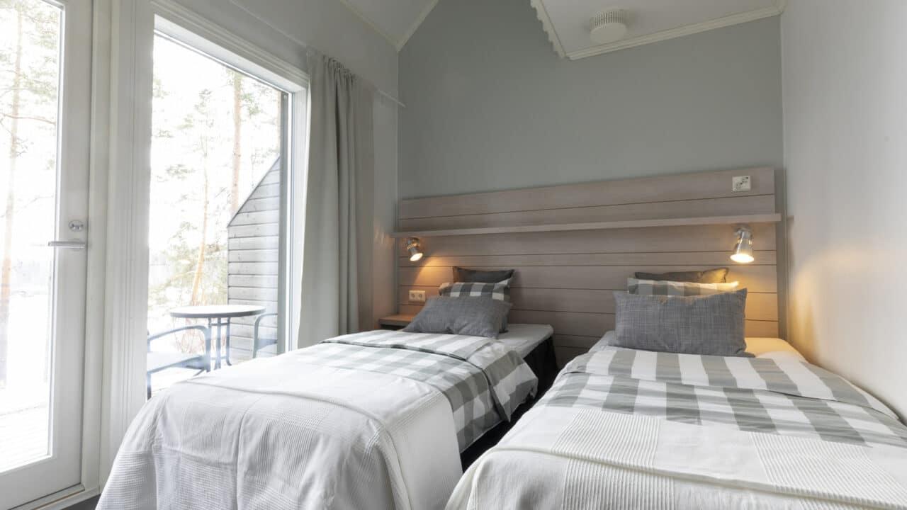 Varjolan riihihuone kahdella sängyllä