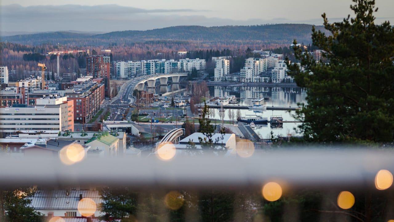 Maisema Vesilinna-tornista Jyväskylän satamaa kohti